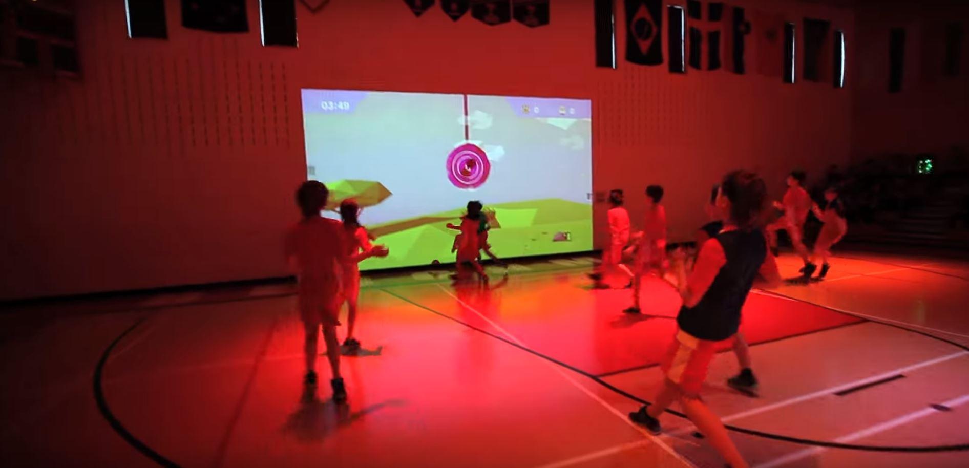 Cours de sports révolutionnaires avec ce mur interactif,