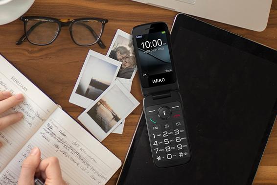 WIKO F300, pantalla y teclado de gran tamaño en la palma de la mano gracias a su diseño de concha
