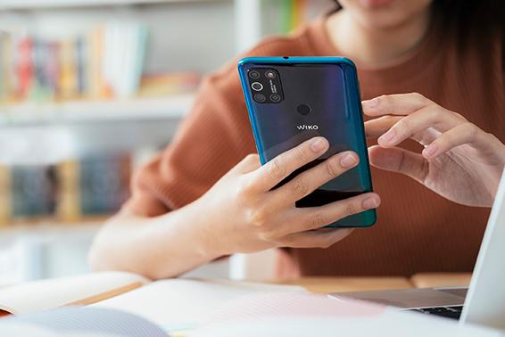 64% das pessoas toma agora mais atenção ao smartphone por motivos laborais