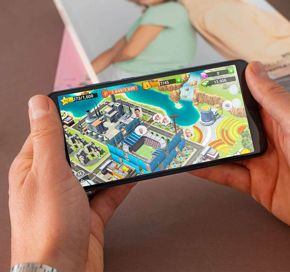Two hands handling a Y70 smartphone and playing a game<br>